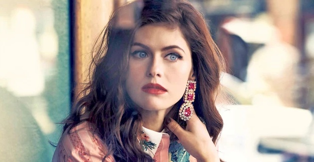 Alexandra Daddario Spectacle Pictures