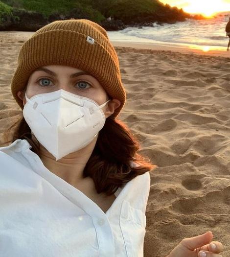 Latest Sea Beach Pictures Of Alexandra Daddario